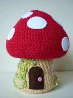 Pattern only: Crochet Toadstool, Amigurumi-style. © Sarah Shrimpton, Annaboo's… Crochet Fairy, Crochet Home, Love Crochet, Crochet For Kids, Crochet Crafts, Yarn Crafts, Crochet Flowers, Crochet Projects, Crochet Round