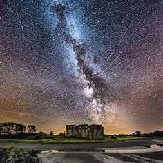 Perseids Meteor shower at Carew Castle, Wales. 🌑🌑🌑 Back home visiting my family and saw the skies were clear so decided to see if the meteors were about. Astronomy Science, Science Nature, Science Space, Night Photography, Amazing Photography, Perseid Meteor Shower, Star View, Sense Of Sight, Dark Places