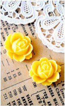 Lot de 2 Fleurs 16 mm couleur jaune pour bijoux et scrapbooking