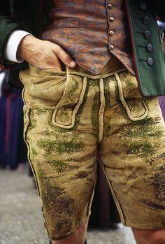 This is how men show off their legs while showing some Austrian spirit. © Österreich Werbung/ Wiesenhofer #austria #lederhose #dirndl #leather #trousers #nationalcostume #visitaustria