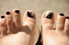yin-yang-toenails