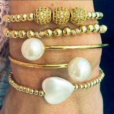Set By Vila Veloni Shiny Gold Big Pearl Bracelets