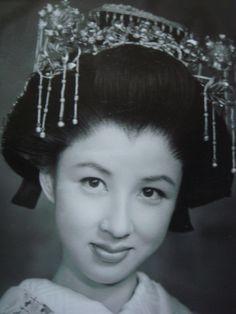 Japanese Icon, Japanese Beauty, Japanese Girl, Asian Beauty, Geisha, Singer Fashion, Japanese Castle, Ancient Beauty, Beautiful Person