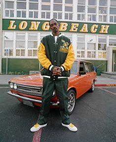 Snoop Dogg Ego Trippin' album photo shoot (at Polytechnic High School. Long Beach 2007 Photo by Estevan Oriol) Sup Girl, Arte Hip Hop, Datsun 510, Nostalgia, 90s Hip Hop, Black Artwork, Snoop Dogg, Hipster Outfits, Hip Hop Fashion