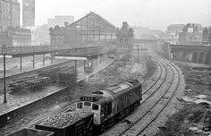 Demolishing Victoria Railway Station late 1967 Electric Locomotive, Diesel Locomotive, Disused Stations, Railroad Pictures, Gas Turbine, Train Truck, Steam Railway, Electric Train, British Rail