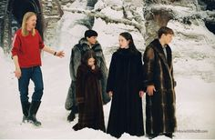 The Chronicles of Narnia: The Lion, the Witch and the Wardrobe - Behind the scenes photo of Georgie Henley, Anna Popplewell, Andrew Adamson & Willliam Moseley