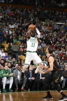 Kyrie Irving takes the jumper Basketball Is Life, Custom Basketball, Basketball Players, Kyrie Irving Celtics, Kyrie Irving 2, Irving Wallpapers, Celtic Pride, Boston Sports, Nba Stars
