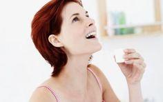 I rimedi naturali per afte e stomatiti - Le afte o le stomatiti possono essere curate con alcuni rimedi naturali. Fra di essi ricordiamo la vitamina C, la rosa canina, il limone, la calendula, il bicarbonato.