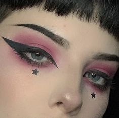 years makeup ideas makeup ideas for halloween makeup ideas Clown Makeup Pretty Easy halloween Ideas Makeup years Eye Makeup Glitter, Makeup Fx, Punk Makeup, Eye Makeup Steps, Clown Makeup, Makeup Inspo, Makeup Inspiration, Edgy Eye Makeup, Makeup Ideas