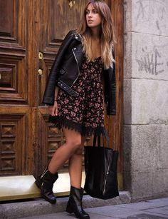 Discover and organize outfit ideas for your clothes. Decide your daily outfit with your wardrobe clothes, and discover the most inspiring personal style Floral Fashion, Look Fashion, Autumn Fashion, Dress Outfits, Casual Outfits, Fashion Outfits, Biker Boots Outfit, Fashion Diva Design, Winter Mode