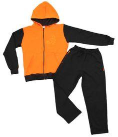 Conjunto masculino infantil com capuz. Com zíper, capuz, dois bolsos e um bordado frontal.