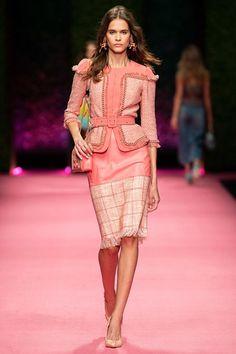 Elisabetta Franchi Spring Summer 2019 fashion show at Milano Fashion Week (September MFW RTW runway photos. Foto Fashion, Fashion News, Fashion Show, Fashion Trends, Fashion Fall, Couture Fashion, Runway Fashion, Womens Fashion, Fashion 2018