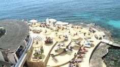 Virtual club, Illetas Op de punt kijkend over het water. Heerlijk vertoeven. Tijdens zomermaanden heel erg druk.