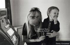 "osseteniveis: ""_Maureen and/e Zak Starkey; England/Inglaterra; Weybridge; Sunny Heights; May 1968/Maio de 1968. _Photo/Foto: Henry Grossman. _Source/Fonte: Solo Beatles Photos Forum. """