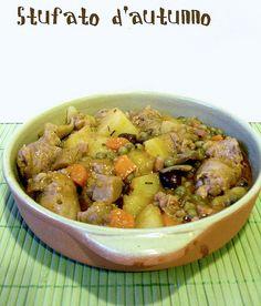 stufato di salsice patate piselli e funghi