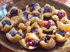 Cranberry Brie Bites - WOW!  Couldn't be easier!  Such a great idea