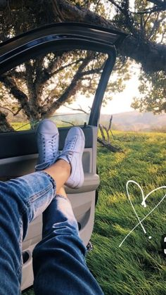 Love nature wallpaper Love nature wallpaper The post Love nature wallpaper appeared first on Fotografie. Creative Instagram Stories, Instagram Story Ideas, Girl Photography Poses, Creative Photography, Professional Photography, Mobile Photography, Nature Photography, Aesthetic Photo, Aesthetic Pictures