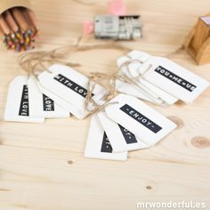 Surtido de 12 etiquetas de madera blanca con mensajes #tags #wood #decoration Mr Wonderful, Place Cards, Gift Wrapping, Place Card Holders, Gifts, Scrap, White Wood, Cute Stationery, Tags