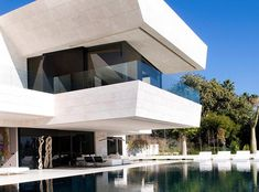 Familiar House, Marbella / A-Cero - the cantilever system is very reminiscent of Frank Lloyd Wright! Love it Villas, Future House, My House, Modern Properties, Construction, Architect Design, Flat, Minimal Design, My Dream Home
