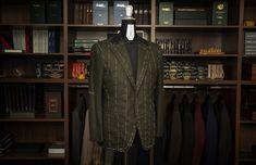 Sacou #BESPOKE / construcție full canvas, țesătură 100% cașmir. Detalii design: pattern țesătură: herringbone / rever drept / buzunarele laterale aplicate.  #bespoketailoring #handmade #style #notfashion #menswear #menwithclass #gentlemen #mnswr #suit #design #bespoke #sartorial #ZAVATE Bespoke, Costume, Design, Taylormade, Costumes, Fancy Dress, Costume Dress