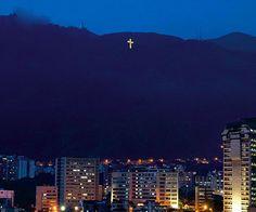 La Cruz del Ávila que se enciende cada 1 de diciembre.