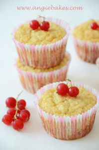 and shares her passion for sweets Mini Cupcakes, Muffins, Cheesecake, Food And Drink, Sweets, Baking, Breakfast, Fit, Desserts