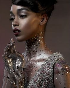 Amazing sparkle - love the effect under the neck. maybe consider something similar for waterbabies