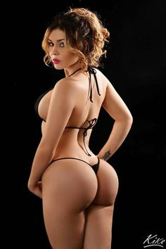 Pretty woman naked boobs