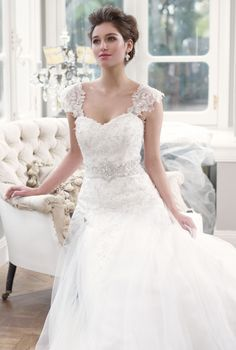 A amazing wedding dress.