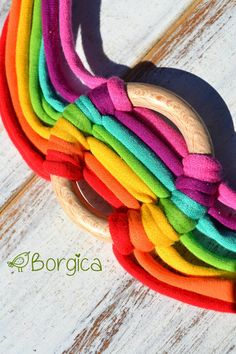 Woodland Rainbow Infinity Multistrand Statement Bib por Borgica