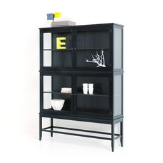 This E-decor is nice. Vitrine from wonderful danish Oliver Furniture. Contemporary Childrens Furniture, Modern Kids Furniture, Toddler Furniture, Bedroom Furniture Design, Kids Bedroom Furniture, My Furniture, Classic Furniture, Black Display Cabinet, Ben Oliver