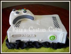 Xbox cake - This would be a good groom's cake. Crazy Cakes, 18th Birthday Cake, Birthday Parties, Birthday Ideas, Happy Birthday, Boy Birthday, Xbox Cake, Video Game Cakes, Foto Pastel