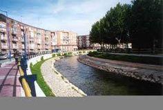 Río Esgueva al paso por Valladolid , es un afluente del río Pisuerga .
