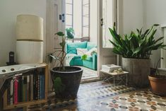 In Barcelona, the house of the creators of OpenHouse Magazine - Home Design & Interior Ideas Beautiful Houses Interior, Beautiful Homes, Barcelona, Turbulence Deco, Bohemian House, Living Spaces, Living Room, Interior Decorating, Interior Design