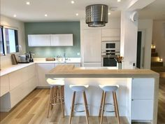 Contemporary kitchen decor kitchen decorating ideas images,modular kitchen options premade kitchen cabinets,new kitchen doors kitchen layout ideas with peninsula. Open Plan Kitchen Living Room, Kitchen Dinning, New Kitchen, Kitchen Decor, Dining Room, Modern Kitchen Interiors, Modern Kitchen Design, Interior Design Kitchen, Kitchen Designs
