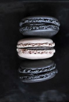 chic black and white macarons can be a nice dessert or favor idea for a soft got. - chic black and white macarons can be a nice dessert or favor idea for a soft gothic wedding - Elegante Desserts, Plated Desserts, Food Styling, Love Food, Food Photography, White Photography, Sweet Treats, Food Porn, Yummy Food