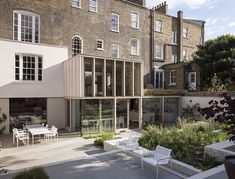 This impressive London house was restored from a century building by David Mikhail Architects. They decided to unite two styles of architecture – London Architecture, Historical Architecture, Residential Architecture, Timber Architecture, Glass Extension, Rear Extension, Extension Ideas, London Property, London House
