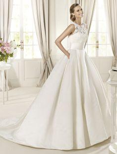 Vestido de novias de @Pronovias {Colección 2013 · Modelo Dalia desde 1.050€} #weddingdresses #bride #spain