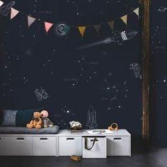 criativas quartos masculino 5 inspirerende tips voor kinderkamer behang - Karwei Space Wallpaper, Kids Wallpaper, Photo Wallpaper, Temporary Wallpaper, Kid Spaces, Space Kids, Kids Room Design, Modern Kids, Room Themes
