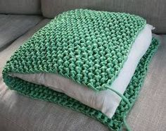 This soft lounge cushion you can quickly and easily knit, even beginners, with thick cotton Hoooked and large knitting needles. The cotton comes in all kinds of beautiful colors, plain and melange. Crochet Diy, Crochet Home, Crochet Pillow, Crochet Stitches, Knitting Projects, Crochet Projects, Knitting Patterns Free, Crochet Patterns, Blanket Patterns