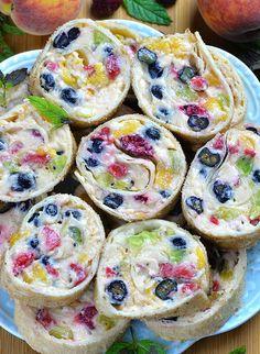 Cheesecake Fruit Salad Roll Ups - Recipes - Desserts - Salat Healthy Fruit Desserts, Köstliche Desserts, Fruit Recipes, Chocolate Desserts, Appetizer Recipes, Snack Recipes, Dessert Recipes, Snacks, Appetizers