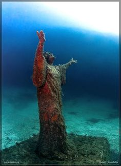 Underwater statue. Photograph by Anatoly Beloshchin