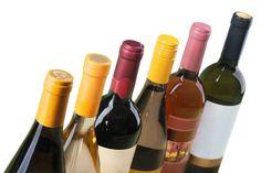 Face aux bouteilles de vin, c'est toujours le même dilemme: vous ne savez laquelle choisir. Vous voyez une ribambelle d'étiquettes défiler devant vos yeux sans vous y retrouver. Découvrez nos conseils.