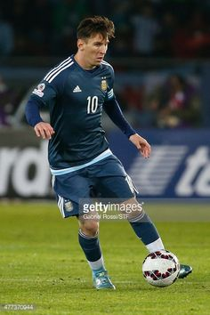 Lionel Messi of Argentina drives the ball during the 2015 Copa America Chile Group B match between Argentina and Uruguay at La Portada Stadium on June 16, 2015 in La Serena, Chile.