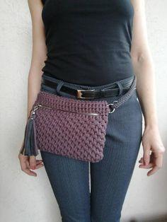 Diy Crochet Bag, Crotchet Bags, Crochet Wallet, Crochet Belt, Crochet Shirt, Knitted Bags, Crochet Crafts, Easy Crochet, Crochet Stitches