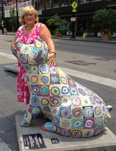 KanSOWsky on Fountain Square in Cincinnati. Mosaic glass tiles on pig. Big Pig Gig 2012 #lkfdesigns