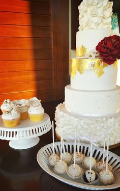 Floral inspired wedding cake, cupcakes, and cake pops as pretty as can be at a reception at #TrumpWaikiki.  #Waikiki #Hawaii #WeddingWednesday #Wedding #WeddingCake #Cake #Cupcakes #CakePops #Love #WeHeartCakeCompany
