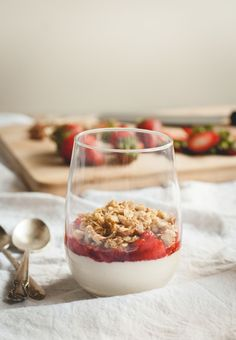 buttermilk panna cotta with strawberry crumble topping