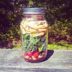 7 salades en pot qui donnent le goût de manger de la salade!