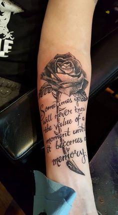 Hergestellt von Stella Luo Tätowierern in Toronto, Kanada - rose tattoos Forarm Tattoos, Dad Tattoos, Best Sleeve Tattoos, Girly Tattoos, Pretty Tattoos, Rose Tattoos, Beautiful Tattoos, Body Art Tattoos, Tatoos
